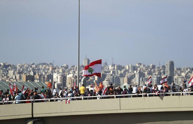 Des soutiens du président Michel Aoun, sur la route du palais présidentiel, le 3 novembre 2019.