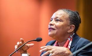 Christiane Taubira présente son dernier livre, «Nous habitons la terre», le 11 mars 2017 à l'université de Lyon.