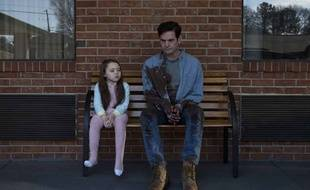 Violet McGraw et Henry Thomas dans «The Haunting of Hill House».