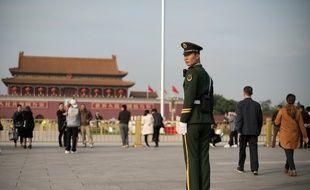 Des militaires chinois près de la place Tiananmen.