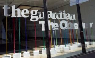 """Le journal britannique Guardian a annoncé vendredi s'associer, à cause des """"pressions intenses"""" de Londres, avec le quotidien américain New York Times pour éplucher des documents secrets obtenus par Edward Snowden sur l'ampleur du système de surveillance des Etats-Unis et du Royaume-Uni."""