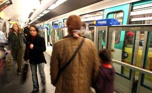 Illustration: un quai de métro à Paris.
