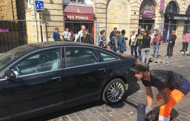 Sortie des premiers véhicules du parking des Salinières à Bordeaux.