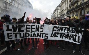 Des manifestants opposés à la loi travail, le 9 mars 2016.