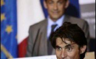 """Nicolas Sarkozy, candidat à l'élection présidentielle, a confié à l'avocat Arno Klarsfeld """"une mission d'analyse, de concertation et de proposition sur la mise en oeuvre du droit à l'hébergement"""", a-t-on appris mercredi auprès de l'UMP."""