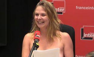 L'humoriste Constance lors de sa chronique sur France Inter, le 28 août 2018.