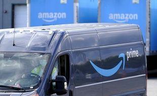 Un livreur quitte les entrepôts Amazon de Dedham, dans le Massachusetts, aux Etats-Unis. (illustration)