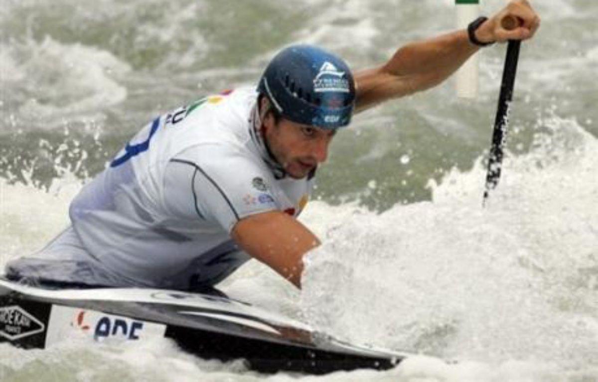Tony Estanguet a décroché son billet en C2 pour les JO-2008 de Pékin en remportant la deuxième des trois courses de sélection, dimanche, à la Seu d'Urgell, et devrait être imité mardi par Fabien Lefèvre en K1. – evaristo sa AFP