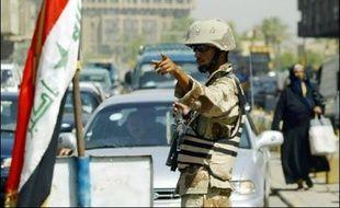 La circulation automobile a été interdite à Bagdad de dimanche 16H00 locales (12H00 GMT) au lendemain 06H00 pour prévenir d'éventuels attentats.