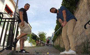 Arno Pons et Eric Nguyen Khac, des Los Golfos, l'une des trois équipes de street golf que compte Paris.