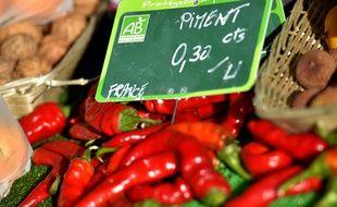 Des piments bio vendus sur le marché à Nantes.