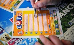 Loin de leurs points de vente habituels, les Français jouent moins au Loto ou au Banco pendant les vacances mais feront une exception notable vendredi, troisième et dernier vendredi 13 de 2012.