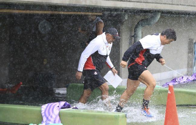 L'équipe du Japon entraînée par Jamie Joseph à l'entraînement à Tokyo vendredi, deux jours avant le match contre l'Ecosse, menacé par le typhon Hagibis.