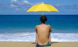 Femme seule sur la plage.