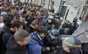 Le 21octobre dernier, place Bellecour. La police fouille les sacs et contrôle l'identité des personnes retenues toute la journée.