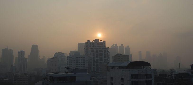 Un nuage de pollution recouvre la capitale thaïlandaise, Bangkok, le 14 janvier 2019.