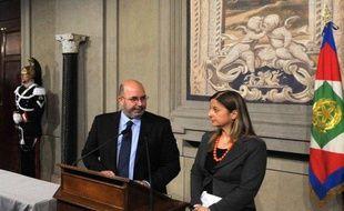 Le Mouvement 5 Etoiles (M5S), qui a cristallisé le vote contestataire aux législatives de fin février en Italie, a de nouveau réclamé vendredi de former un gouvernement sous ses propres couleurs, refusant de soutenir un exécutif sous une autre étiquette.