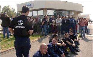 Un millier de salariés des deux sites Airbus de Saint-Nazaire ont voté mercredi une grève totale reconductible de 24 heures pour réclamer une prime exceptionnelle et la prise en compte des revendications syndicales dans le cadre du plan Power