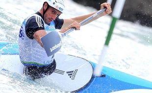Tony Estanguet a pris mercredi l'avantage sur Denis Gargaud dans la chasse au ticket olympique en canoë monoplace, mais le champion du monde en titre peut encore supplanter le double champion olympique en gagnant leur dernier duel vendredi lors des sélections nationales en slalom à Pau.