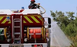 Illustration intervention pompiers sur un feu de forêt.