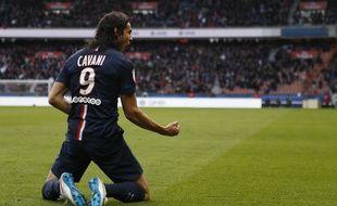 Le joueur uruguayen du PSG Edinson Cavani célèbre son but contre Evian, le 18 janvier 2015 au Parc des Princes.