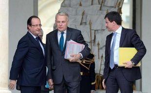 François Hollande recueille en janvier 28% de bonnes opinions, en baisse de 3 points, et Jean-Marc Ayrault 34%, en hausse d'un point dans le tableau de bord mensuel des personnalités fait par l'Ifop pour Paris Match publié mardi.