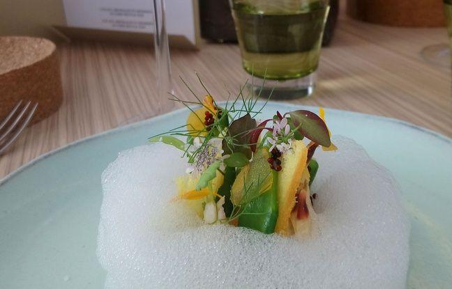 Le royale de tourteau texture, émulsion citron : le premier plat servi au Neuvième Art, restaurant de Christophe Roure