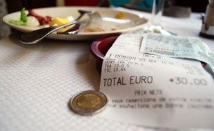La France a obtenu mardi à l'arraché le droit de réduire la TVA dans la restauration, grâce à un compromis fiscal avec ses partenaires de l'Union européenne qui met fin à des années de tractations difficiles notamment avec l'Allemagne.