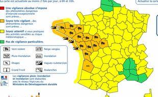 Météo France a étendu son alerte orange à douze départements, ce 13 février 2016.