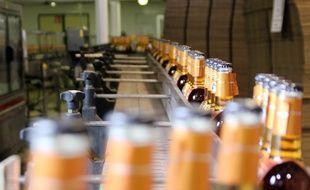 Illustration de bouteilles de cidre, ici dans un entrepôt breton.