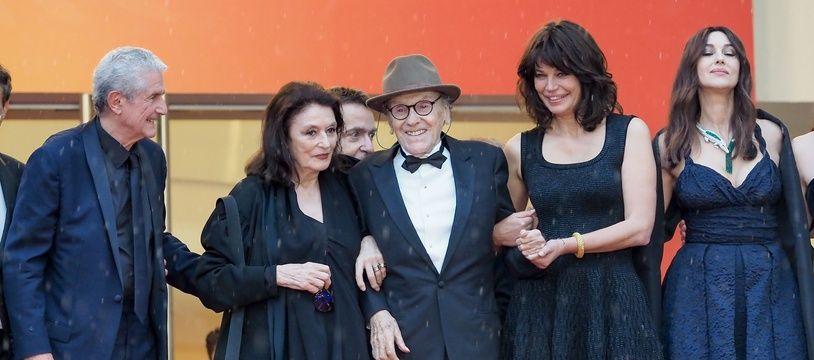 Claude Lelouch et son équipe ds Plus belles années d'une vie en haut des marches du Palais des Festival de Cannes