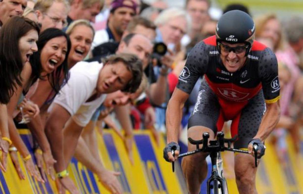 """Lance Armstrong, radié à vie et déchu de ses sept victoires dans le Tour de France par l'Agence américaine antidopage (Usada), était """"prévenu avant tous les contrôles"""", assure samedi le conseiller scientifique de l'Agence française de lutte contre le dopage dans Le Monde. – Pascal Pavani afp.com"""