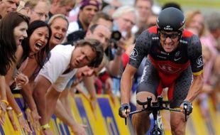 """Lance Armstrong, radié à vie et déchu de ses sept victoires dans le Tour de France par l'Agence américaine antidopage (Usada), était """"prévenu avant tous les contrôles"""", assure samedi le conseiller scientifique de l'Agence française de lutte contre le dopage dans Le Monde."""