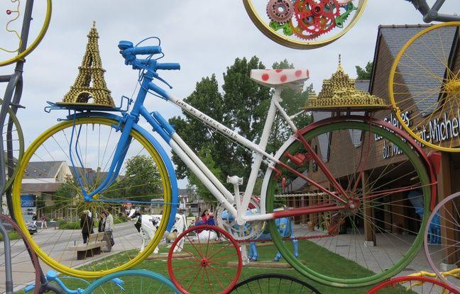 Une pyramide de vélos a été installé dans le petit village de Beauvoir.
