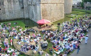 Des concerts tous les mardis dans les douves du château