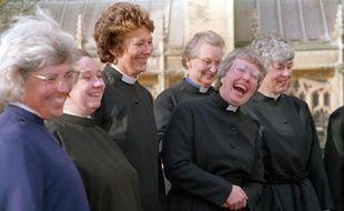Les premières ordinations de femmes-prêtres ont eu lieu en 1994 dans l'église anglicane: Sur la photo, des femmes diacres attendent leur ordination, le 12 mars 1994 à la cathédrale de Bristol