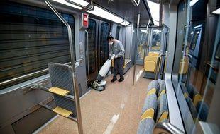 Un agent de nettoyage dans le métro à Rennes (image d'illustration).