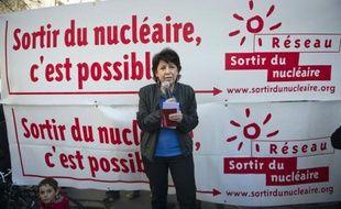 """L'eurodéputée Corinne Lepage, candidate à la présidentielle, a affirmé mercredi que le coeur du débat sur le nucléaire était de décider la construction ou pas de nouvelles centrales, souhaitant que """"la réponse soit clairement non""""."""