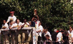 Marcel Desailly et les autres sur le bus le 13 juillet 1998