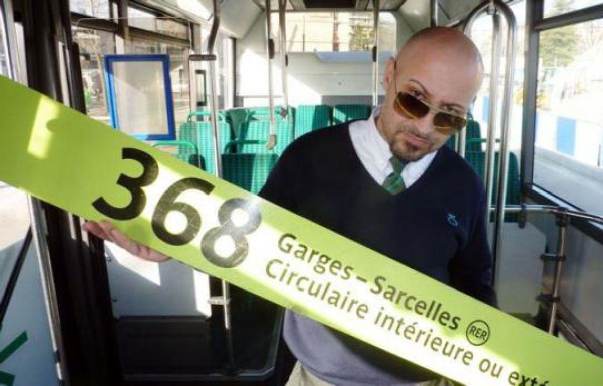 """Sa chanson """"368° extérieur"""", inspirée de sa ligne de bus de Sarcelles, fait un tabac depuis début janvier sur internet. Pascal Basilio, chauffeur RATP, a mis à profit sa passion du hip-hop pour rendre hommage à son travail et à sa ville, dans un album aux teintes cosmopolites. – Valentin Bontemps afp.com"""