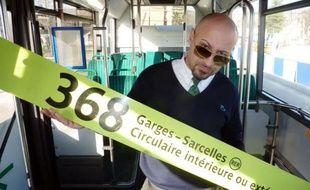 """Sa chanson """"368° extérieur"""", inspirée de sa ligne de bus de Sarcelles, fait un tabac depuis début janvier sur internet. Pascal Basilio, chauffeur RATP, a mis à profit sa passion du hip-hop pour rendre hommage à son travail et à sa ville, dans un album aux teintes cosmopolites."""