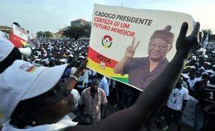 """Parmi les neuf candidats, un des favoris est l'ex-Premier ministre Carlos Gomes Junior, 62 ans, chef du Parti africain pour l'indépendance de la Guinée-Bissau et du Cap-Vert (PAIGC, au pouvoir), surnommé """"Cadogo""""."""