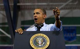 """Le camp démocrate de Barack Obama, décidé à pousser son avantage sur ses adversaires en matière de défense des droits des femmes, tente d'associer le républicain Mitt Romney à la controverse née de propos d'un élu conservateur sur le """"viol véritable""""."""