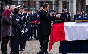 Christophe Castaner rend hommage au policier décédé