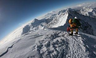 Des alpinistes à l'assaut du sommet de l'Everest, par la voie népalaise, en 2018.