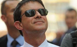 Manuel Valls, assorti de lunettes de soleil pour sa visite au Qatar en juin 2013.