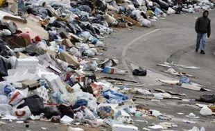 """La """"tragédie des déchets"""" qui frappe depuis la fin de l'année 2006 la ville de Naples et ses environs """"doit être résolue"""", a déclaré dimanche le président de la République italienne Giorgio Napolitano."""
