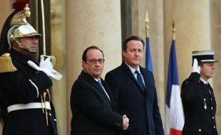 François Hollande et David Cameron sur le perron de l'Elysée le 23 novembre 2015 à Paris