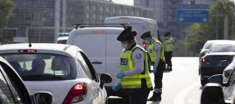 Un contrôle de police lors du confinement à Paris.