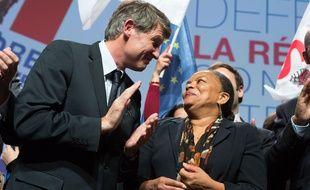"""Vincent Peillon et Christiane Taubira lors d'un rassemblement """"contre l'extrémisme"""" le 23 novembre 2011 à Paris."""